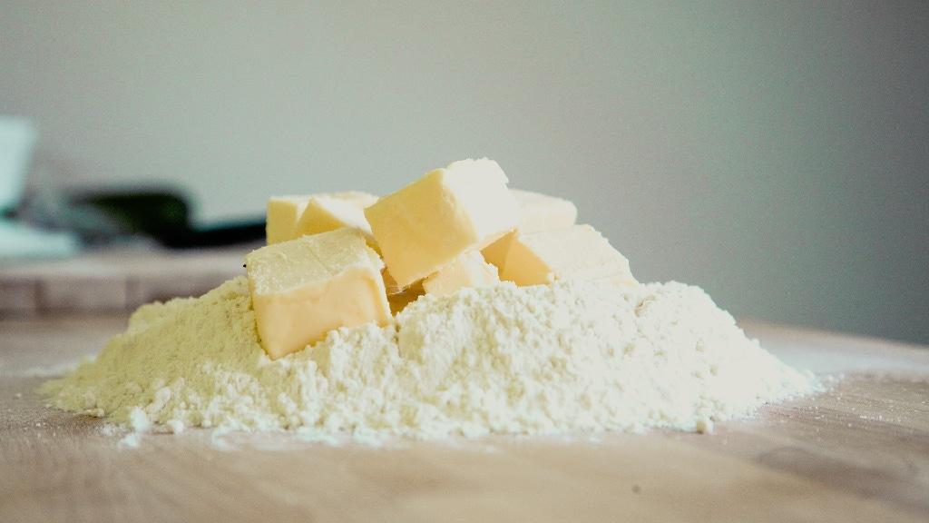 Milchprodukte und Mehl gibt es oft von regionalen Herstellern.