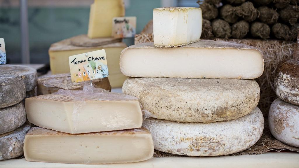 Käse kann auch saisonal sein, regional bekommt man ihn gut auf dem Wochenmarkt.